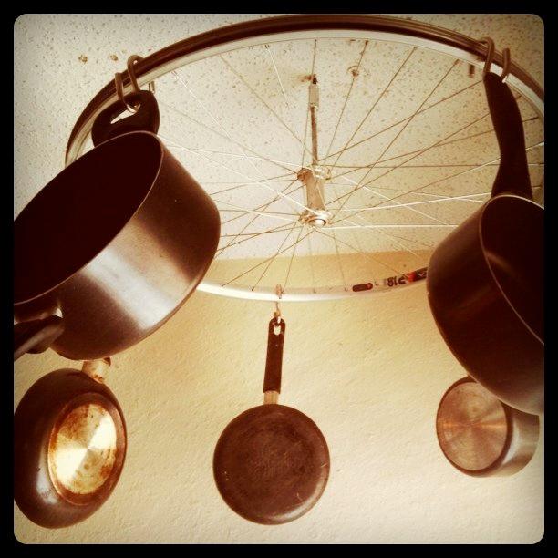 diy kitchen bicycle wheel pot rack hippie eats. Black Bedroom Furniture Sets. Home Design Ideas
